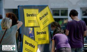 Auf dem Wilhelmplatz in Dorstfeld gab es ein buntes Protest- und Kulturprogramm. Foto: Alex Völkel