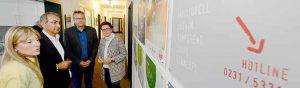 Geschäftsführer Kenan Küҫük (2.v.links) und Standortleiterin Deniz Greschner (links) stellten den Abgeordneten Dr. Dietmar Köster (2.v. rechts) und Birgit Sippel (rechts) die Arbeit des Multikulturellen Forums e.V. vor.