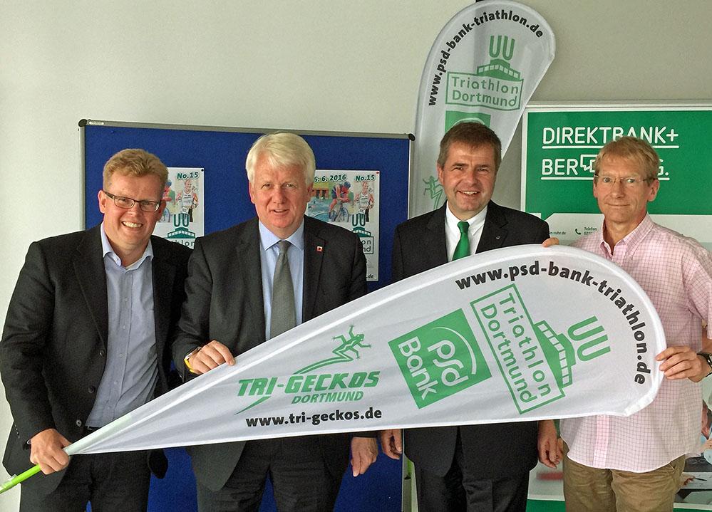 Martin Gähner (Vorsitzender der Tri-Geckos), Schirmherr OB Ullrich Sierau, August-Wilhelm Albert (PSD-Bank), Udo Antoniewicz (Cheforganisator). Foto: Joachim vom Brocke