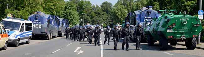 Die Polizei Dortmund zieht eine Einsatzbilanz: Im Jahr 2016 gab es rund 100 Versammlungen weniger als im Vorjahr