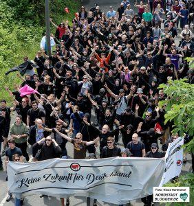 Proteste gegen den Tag der Deuschten Zukunft. Antifa auf der Dorstfelder Allee