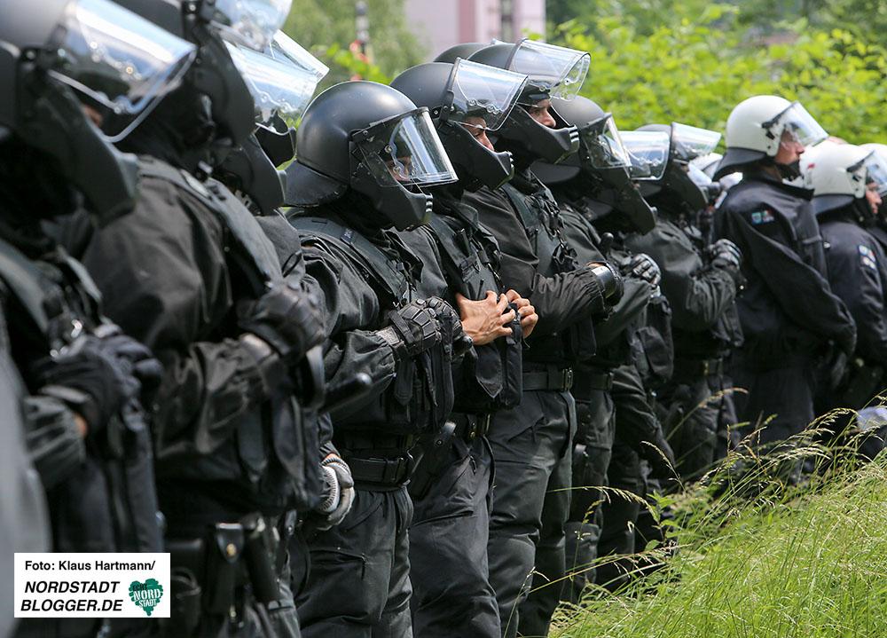 Massiv tritt die Polizei auf - fast 5000 beamte waren im Einsatz. Foto: Klaus Hartmann