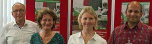 """""""Schulden machen krank"""" informiert die Verbraucherberatung Dortmund. Foto von links: Dr. Frank Reken (Gesundheitsamt Dortmund), Andrea Nientiedt und Annette von Hadel (Schuldnerberaterinnen) und Dave Vargese, Sozialarbeiter im Klinikum Westfalen Lütgendortmund. Foto: Joachim vom Brocke"""
