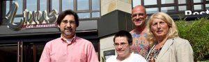 """Alexander Wenke (Bereichsleiter Wohnen und Werkstatt """"Über den Teichen""""), Sabine Patan, Olaf Ebbecke (Geschäftsführer Linus), Andrea Zeuch (Inklusionsbeauftragte der Stadt Dortmund). Foto: Anja Kador/ Stadt DO"""