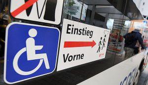 Rollstuhl im Bus