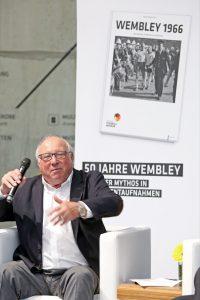 Auch Ehrenspielführer Uwe Seeler stand Rede und Antwort. Deutsches Fußballmuseum/ Carsten Kobow