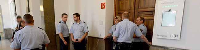 Verhandlung wegen Verkehrsverstoß: Mutmaßlicher Reichsbürger leistet Widerstand und verletzt Polizisten