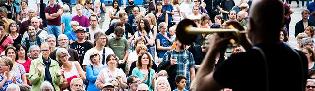 Modern, mitreißend, Micro – Festival bietet drei Tage internationales Programm auf dem Friedensplatz Dortmund