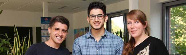 Mit einer Einstiegsqualifizierung haben es die Flüchtlinge Muhamed und Salah aus Syrien in Ausbildung geschafft