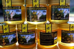 Ein gelungenes Etikett für den Nordstadt-Honig: mit Borsigplatz und den schwarz-gelben Bienen.