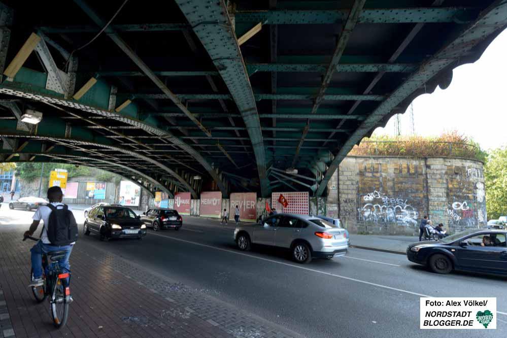 Für den Rhein-Ruhr-Express (RRX) müssen mehrere Bahnbrücken erweitert werden.