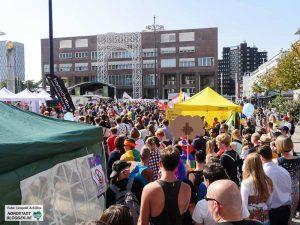 Die zahlreichen Besucher des Christopher-Street-Day Straßenfestes 2016