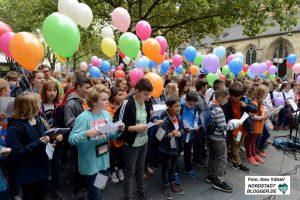 """An der Aktion beteiligten sich sechs weiterführende Dortmunder Schulen sowie der Kinder- und Jugendchor """"Con Anima""""."""