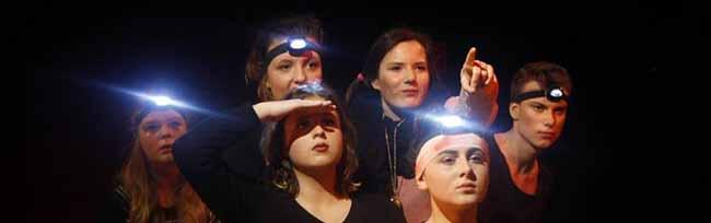 Wenn wir fliehen müssten: Jugendliche und junge Erwachsene zeigen Gedankenexperiment auf DKH-Bühne