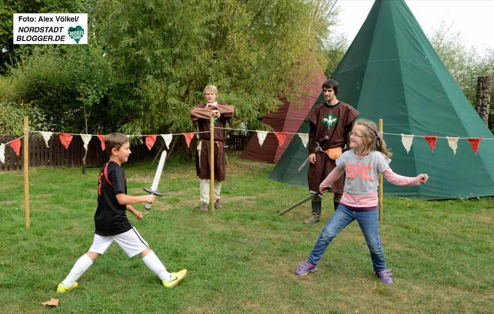 Der Gesprächskreis Hafenrunde organisierte die Angebote zum Thema Mittelalter. Fotos: Alex Völkel