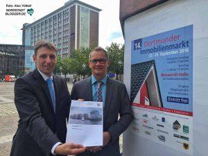 Christian Hecker und Ulf Meyer-Dietrich stellten den Grundstücksmarktbericht für das 1. Halbjahr vor. Foto: Alex Völkel
