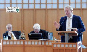 Kämmerer Jörg Stüdemann hat den Haushaltsplanentwurf für 2017 eingebracht.