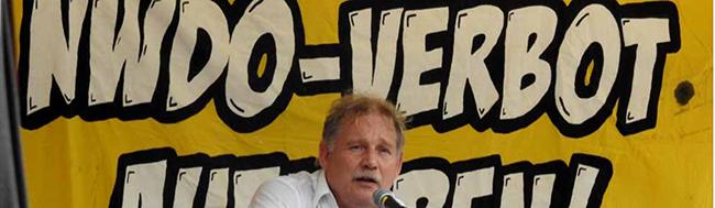 Hausfassade von Rechtsextremist Klaus Schäfer wurde von Unbekannten mit Steinen und Farbe beworfen