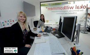 Das Willkommen-Team besteht aus der Sozialpädagogin Rebecca Dettling (Caritas) und Sozialarbeiterin Ella Mönch (Sozialamt).