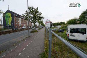Verlassene Schrottplätze wie dieser geben der Bornstraße ein wenig attraktives Erscheinungsbild.