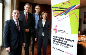 Foto (v.l.n.r.): Ulf Wollrath, Thomas Westphal, Dr. Martin Peters und Sabine Loos laden ein.