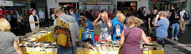 Bücherspenden für die Bahnhofsmission in Dortmund