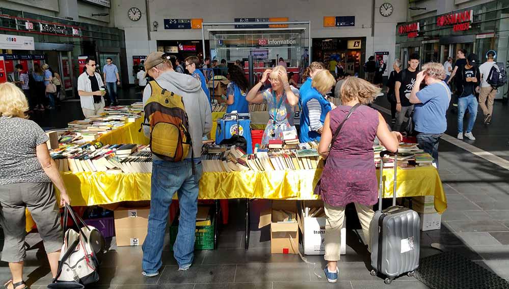 Am 2. Dezember veranstaltet die Bahnhofsmission Dortmund wieder einen Büchermarkt in der Bahnhofshalle.
