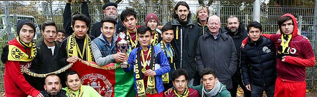 """Abschluss der Herbstsaison von """"BuntKicktGut"""". Über 250 minderjährige Flüchtlinge sind in der Nordstadtliga integriert"""