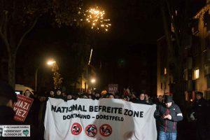 Während ihrer Demonstration setzten die Neonazis auch Pyrotechnik ein.