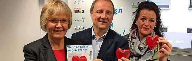 """""""Wenn es kalt wird, zeigen Sie Herz!"""": Die Diakonie verteilt in Dortmund warme rote Herzen an Obdachlose"""