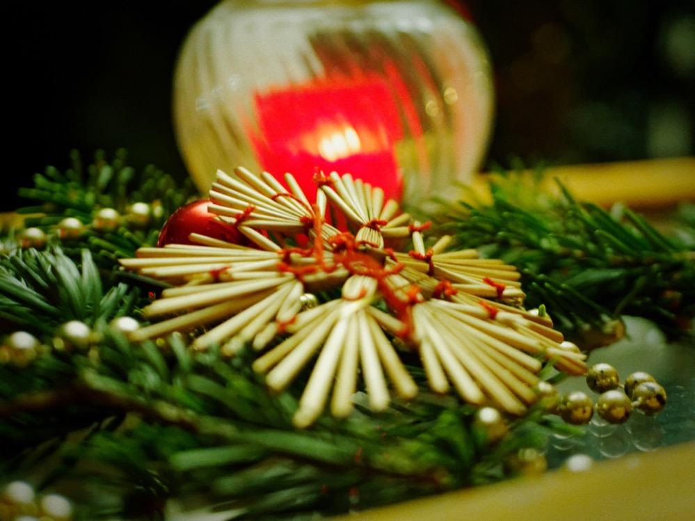 Nützliche Tipps und Informationen zum Weihnachtsfest bietet die Verbraucherzentrale Nordrhein-Westfalen.