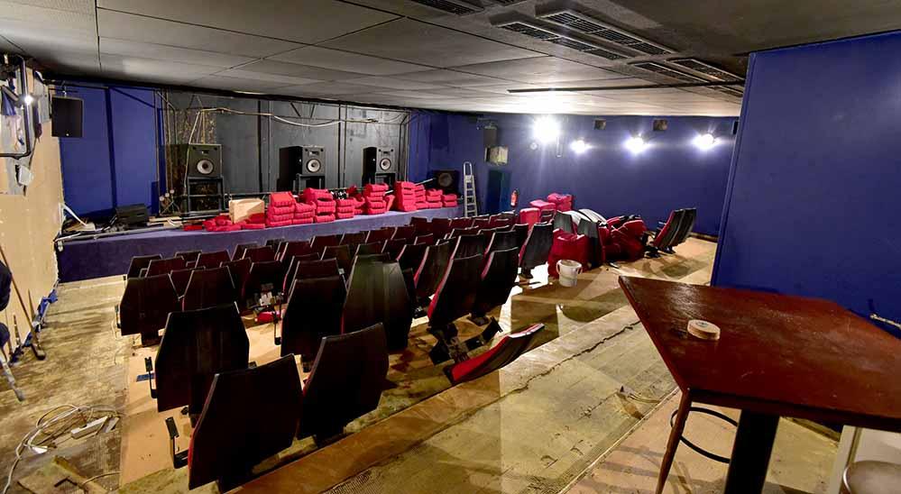 Der kleine Saal ist bereits ausgeräumt worden - hier muss nun erst renoviert werden. Foto: Schauburg
