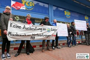 Beschäftigte aus Rumänien, Bulgarien und Polen demonstrieren vor dem Tedi in der Münsterstraße.