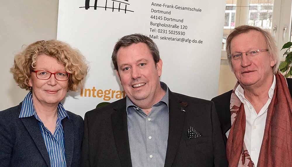 Martina Raddatz-Nowack und Bernhard Nolte (re.) stellten Bernd Bruns (Mitte) als neuen Schulleiter vor.
