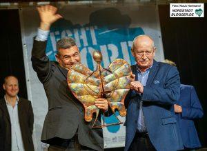 Neujahrsempfang des Dietrich-Keuning-Haus und Verleihung: Engel der Nordstadt. Laudator Dr. Ludwig Jörder mit Preisträger Mustafa Güner