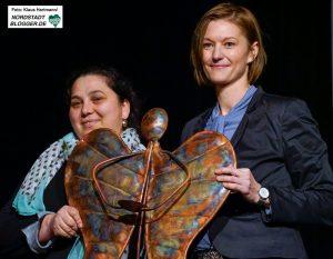 Neujahrsempfang des Dietrich-Keuning-Haus und Verleihung: Engel der Nordstadt. Laudatorin Susanne Linnebach, rechts, mit Preisträgerin