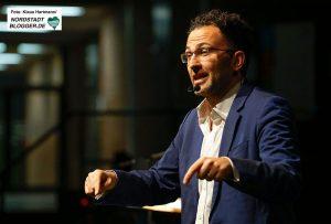 Erste Talkrunde im Dietrich-Keuning-Haus: 4 Jahre NSU-Prozess. Kabarettist Fatih Cevikkollu