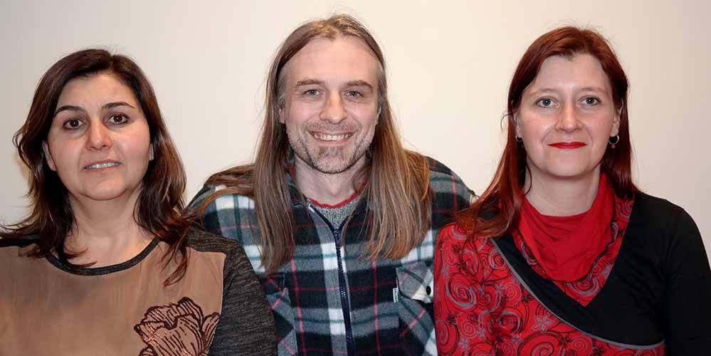Der wiedergewählte Vorsitzende Utz Kowalewski (DIE LINKE) mit seiner 1. Stellvertreterin Nadja Reigl (rechts, Piratenpartei) und der 2. stellv. Vorsitzenden Nursen Konak (links, DIE LINKE).