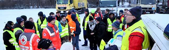 Spenden für das Ehrenamt: Jugendrotkreuz Dortmund sammelt in eisiger Kälte über 30 Tonnen Weihnachtsbäume