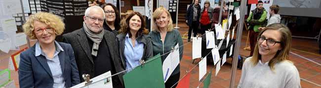 """Ausstellung """"Travelling wishes"""": SchülerInnen-Projekt hat Postkarten mit Wünschen aus aller Welt zusammengetragen"""