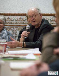 Prof. Dr. Wilhelm Heitmeyer in der Abu Bakr Moschee.