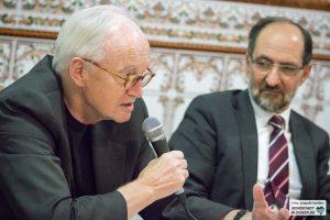 Prof. Dr. Wilhelm Heitmeyer neben Ahmad Aweimer in der Abu Bakr Moschee in Dortmund.