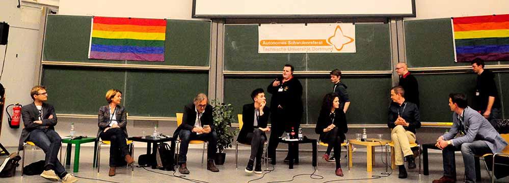 Die TeilnehmerInnen der Podiumsdiskussion - Jasper Prigge (li.) und Sarah Beckhoff (3.v.re.). Foto: Mariana Bittermann