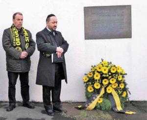 Bezirksbürgermeister Udo Dammer hielt die Ansprache, Rabbiner Baruch Babaev sprach ein Gebet.