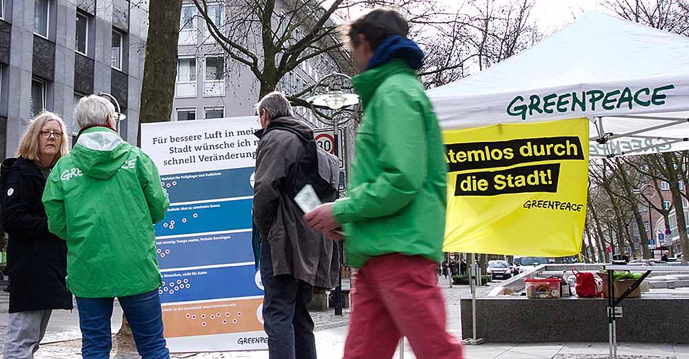 Greenpeace-Mitglieder informierten in Dortmund und 57 anderen Städten über Stickoxide.