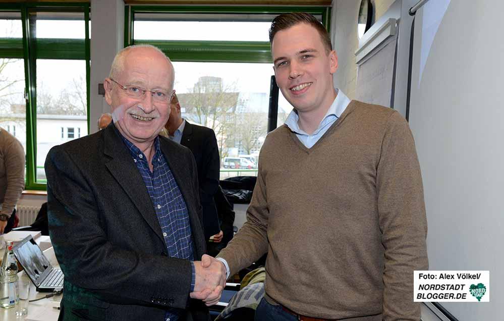 Dr. Ludwig Jörder gratuliert Dorian Marius Vornweg zur Wahl. Foto: Alex Völkel