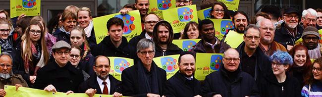 Gut besuchte Mahnwache anlässlich des internationalen Tages gegen Rassismus vor dem Rathaus in Dortmund