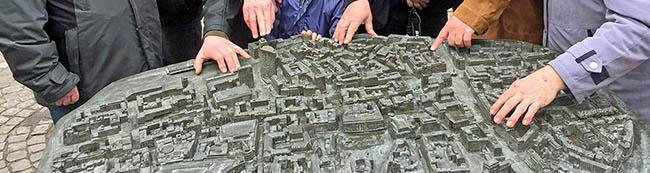Lions Club Dortmund spendet einen Bronze-Stadtplan zum (Be-) Greifen: Historisches Wallring-Modell im Maßstab 1:800