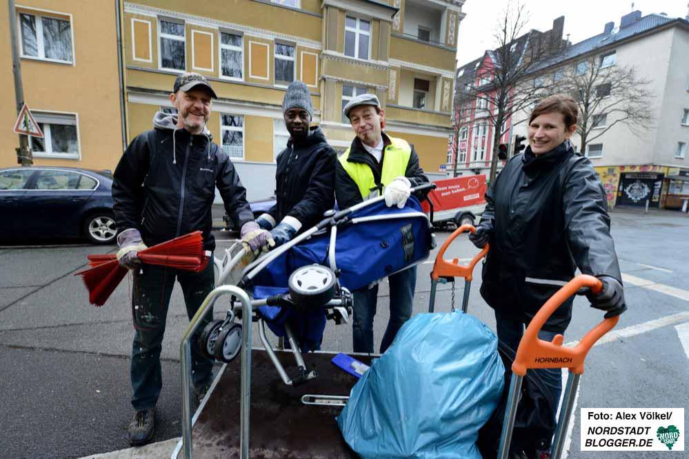 """Die neu gegründete Gruppe """"Sauber!Hafen"""" beteiligte sich bei der Spermüllsammelaktion."""
