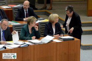 Gerda Kieninger im Gespräch mit Hannelore Kraft und Silvia Löhrmann - vor Ostern gab es die letzte Parlamentssitzung.